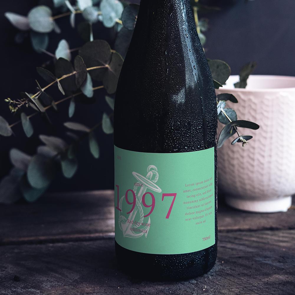PSD Şarap Şişesi Mockup