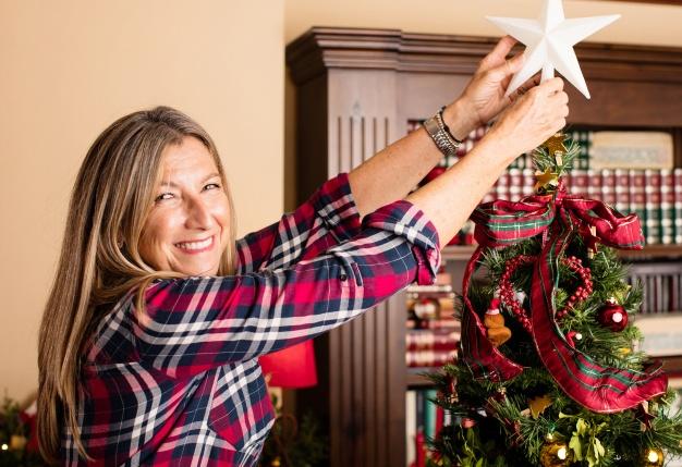 Yılbaşı Ağacı ve Kadın